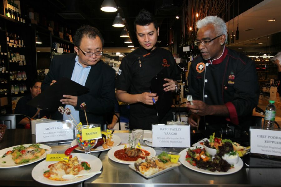 L-R- Dr Sidney Kan, President of Culinary Association M'sia, Dato' Fazley Yaakob, Celebrity MasterChef & Chef Poobalan, Simplot Regional Food Service Manager